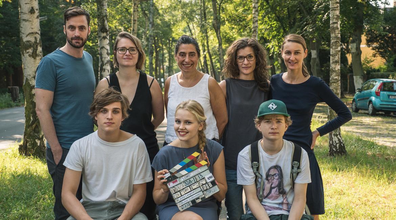 German Films Quarterly 4 2015 LOMO – THE LANGUAGE OF MANY ...  German Films Qu...